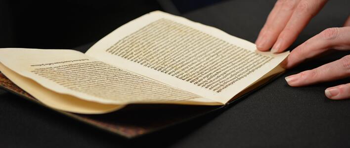 ICE y DOJ le devuelven carta de Cristóbal Colón a España