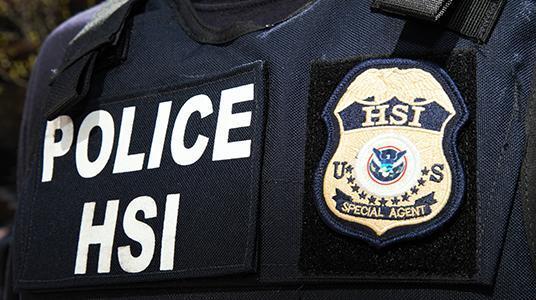 ICE arresta a antiguo agente de inteligencia colombiana condenado por homicidio en Colombia