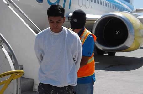 ICE remueve a pandillero de MS-13 buscado en El Salvador