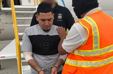 ICE Houston remueve a pandillero de MS-13 buscado por homicidio con agravante en El Salvador