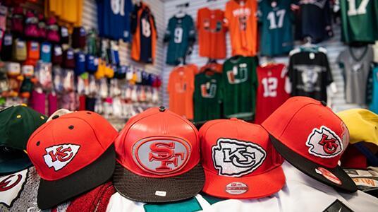 Operación de HSI y CBP bate récords, incautando $123 millones en mercancía deportiva falsificada