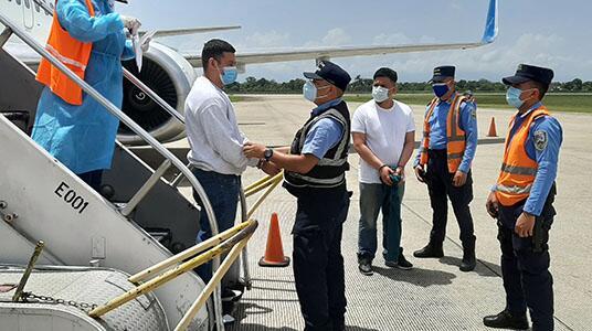 ICE remueve a hombre hondureño buscado por asesinato