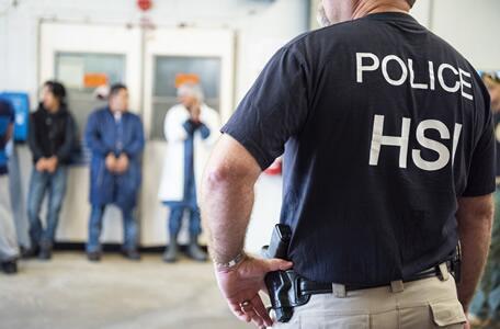 ICE efectúa órdenes de registro penales federales en múltiples lugares a lo largo de Mississippi