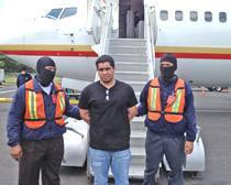 ICE deports El Salvador fugitive wanted for aggravated homicide