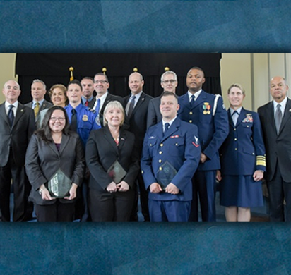 Secretary Johnson and Deputy Secretary Mayorkas pose with Valor Award winners