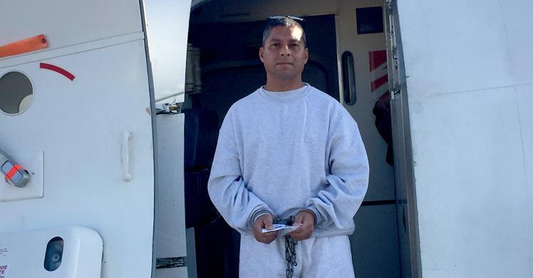 ICE remueve a antiguo soldado, violador de derechos humanos a El Salvador