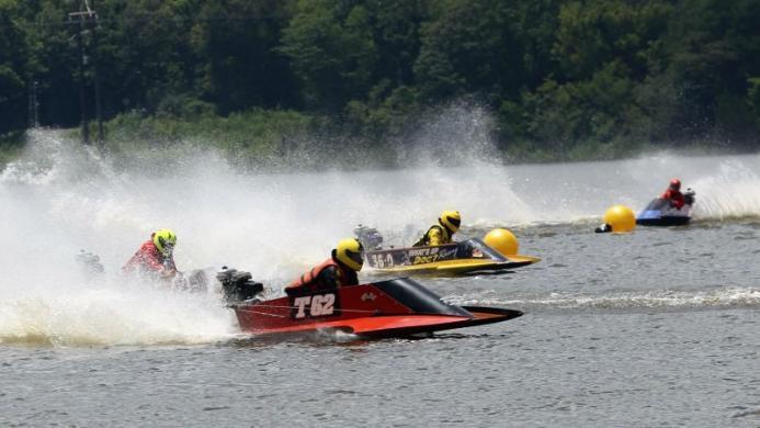 Racing on the Buhlow Lake, Pineville, LA