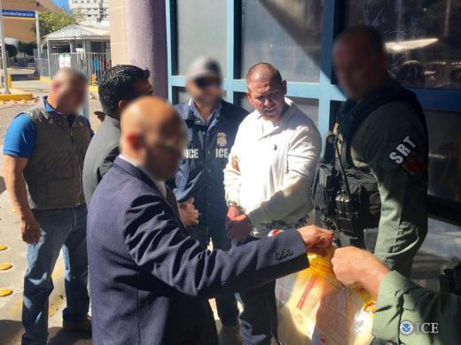 Oficiales de ICE en Phoenix deportan a criminal convicto a México para enfrentar cargos por secuestro de 1999