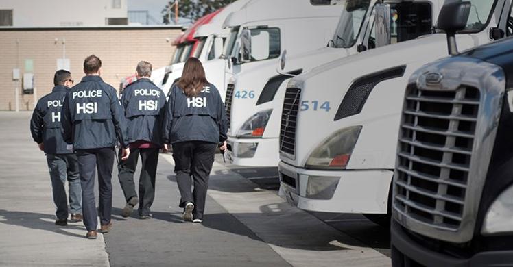 ICE entrega más de 5,200 avisos de auditorías I-9 a empresas a través de EE. UU. en una operación nacional de 2 fases