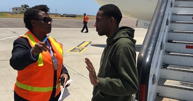 ICE remueve a nacional jamaiquino buscado por asesinato