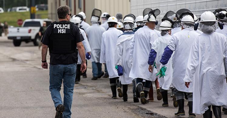 ICE efectúa órdenes de registro penales federales en Fresh Mark, 146 arrestados por violaciones migratorias