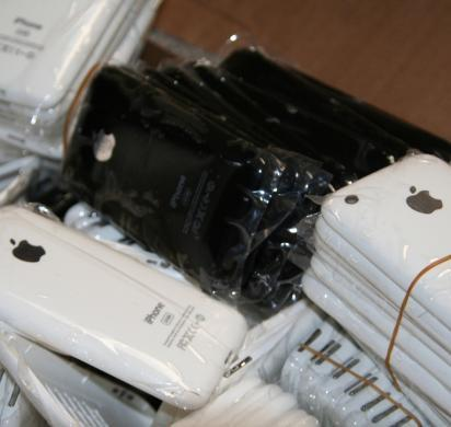 2 men to be arraigned for selling millions' worth of counterfeit electronics, including phony iPhones and iPads