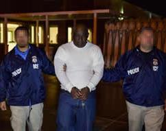 ICE deporta a hombre dominicano buscado por asesinato